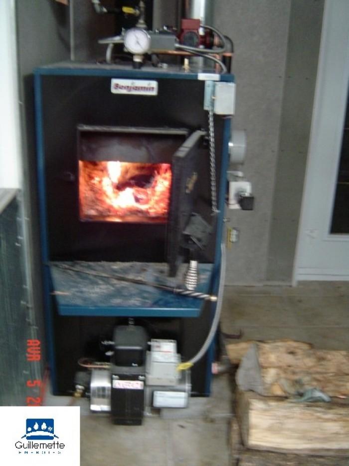 Installation d une chaudiere au bois de marque benjamin for Fournaise a bois exterieur