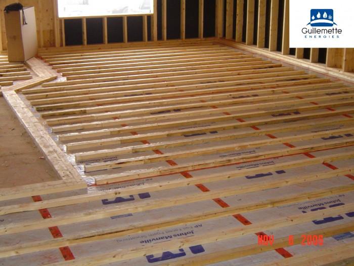 installation de la tuyauterie de plancher radiant l eau. Black Bedroom Furniture Sets. Home Design Ideas